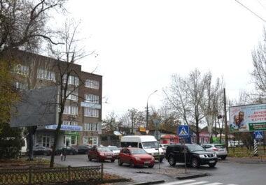 """Новая власть """"показала зубы"""": в Николаеве быстро убрали 2 незаконных борда, за которые вступался депутат Ентин"""