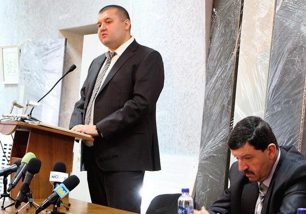 Photo of «Наболело»: директор «Центрлифта» рассказал об «откатах» и «палках в колеса» от депутата Ентина (видео)