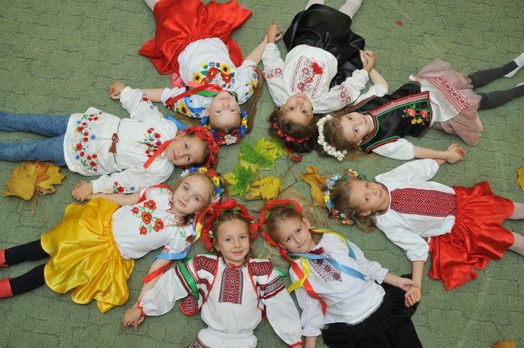Photo of «Не здаватись!» В освітньому комплексі «школа Гіпаніс – університет ім. П.Орлика» створили пісню та кліп про Україну (ВІДЕО)