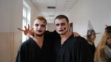 ЕконоМагічний Halloween у Миколаєві: завзято бігали корпусами університету у пошуках кодів та змагалися у конкурсах | Корабелов.ИНФО
