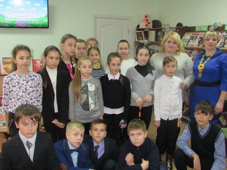 Photo of Медіа-урок, вікторина та навіть мультик чекали на школярів Корабельного району в дитячій бібліотеці