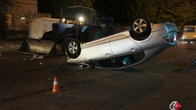 ДТП в Николаеве: врезавшись в трактор, «Honda» перевернулась на крышу, пострадала женщина-водитель | Корабелов.ИНФО