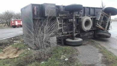Військова вантажівка в'їхала у зупинку на Миколаївщині: жінці відірвало голову (ВІДЕО) | Корабелов.ИНФО image 1