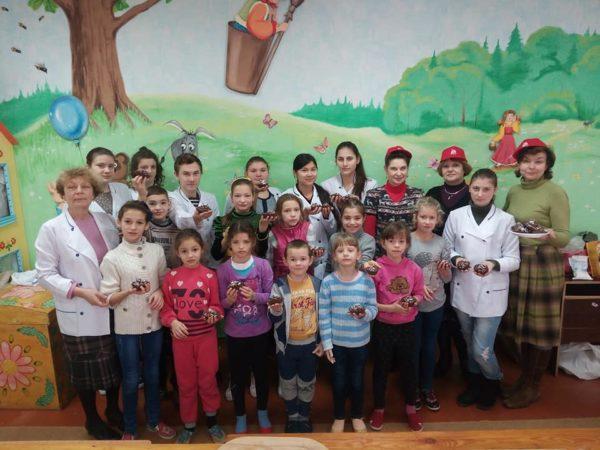 Photo of «Зимние вкусняшки»: команда «Бібліоледі» провела майстер-клас для вихованців інтернату у Корабельному районі