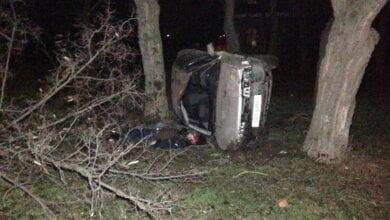 Ночью в Николаеве 2 парня и 2 девушки на Мазде влетели в дерево - водитель погиб   Корабелов.ИНФО image 1