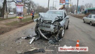 В Николаеве кроссовер въехал в троллейбус — водитель в больнице | Корабелов.ИНФО image 1