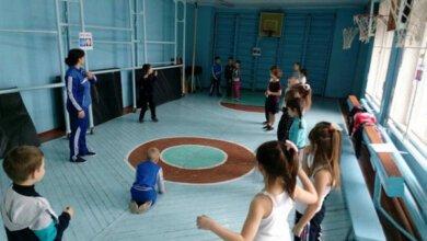 """""""Казкова фізкультура"""": вчителі школи в Корабельному районі творчо підходять до проведення уроків   Корабелов.ИНФО image 1"""