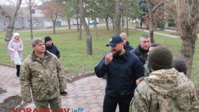 """""""Це душі тих хлопців, які загинули"""", - Савченко запропонував посадити 10 ялинок біля Вітовського райвійськкомату (ВІДЕО)   Корабелов.ИНФО"""