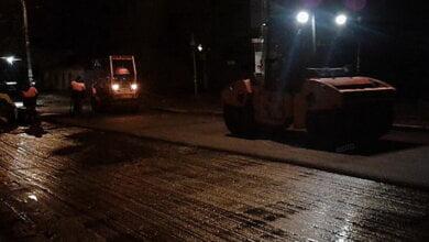 «Куда деваться? Асфальт стынет»: в Николаеве за 9,5 млн гривен под покровом ночи и в дождь ремонтировали дорогу | Корабелов.ИНФО image 4