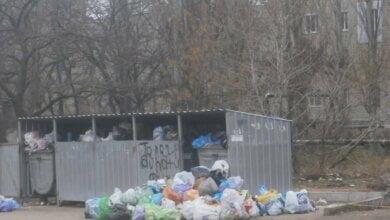 После бала: 2 января в Корабельном районе Николаева дворы завалены мусором | Корабелов.ИНФО