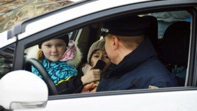Николаевские патрульные покатали детей на «Приусах» | Корабелов.ИНФО