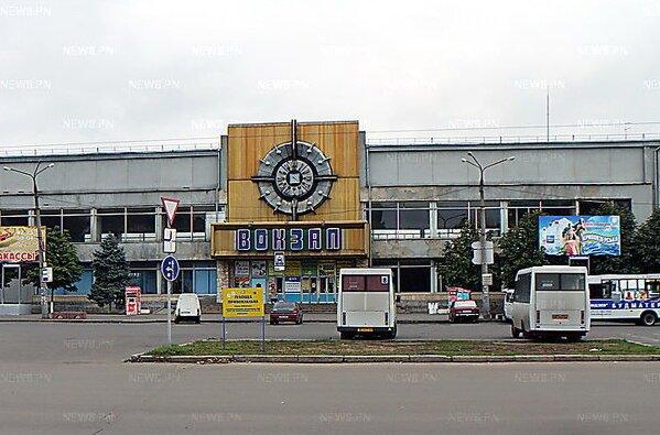 """Водителей """"маршруток"""" обвинили в том, что они гадят на привокзальной площади, опорожняясь прямо в клумбы   Корабелов.ИНФО image 1"""