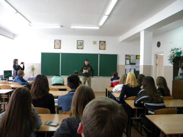 Офіцери поділилися зі школярами бойовим досвідом: Корабельний РВК проводить виховну роботу