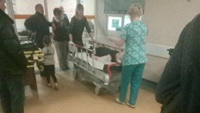 «Когда он нанес мне удары ножом, я отбежал к окну», - пострадавший ученик о нападении старшеклассников в российской школе | Корабелов.ИНФО