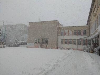 Снежная пора в Корабельном районе: кому как, а детям нравится (ФОТО)