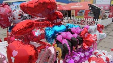Photo of Воздушные шары, цветы и сердца — чем в День Святого Валентина удивляли влюбленных в Корабельном районе