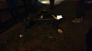 Photo of В Николаеве девушка на ходу выпрыгнула из машины — ее с травмами доставили в больницу (видео)