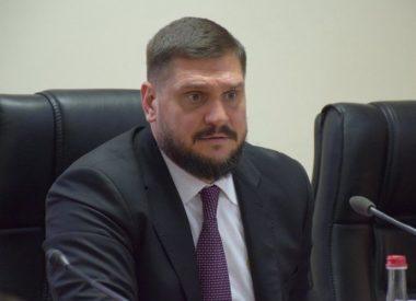 Губернатор Савченко заявил, что снёс бы все больницы и школы, а землю отдал бы предпринимателям