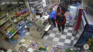 ВИДЕО ограбления женщины-продавца. Полиция просит помощи николаевцев в опознании преступника | Корабелов.ИНФО