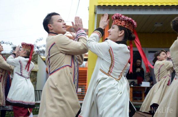 В Николаевском зоопарке народными танцами и детскими конкурсами попрощались с зимой   Корабелов.ИНФО image 3