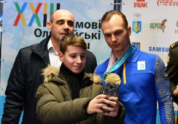 С хлебом-солью и масштабным ликованием николаевцы встретили олимпийца Абраменко в родном городе