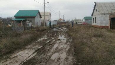 """Жители трех улиц Корабельного района помогали грузовику, застрявшему на полсуток в """"болоте""""   Корабелов.ИНФО image 1"""