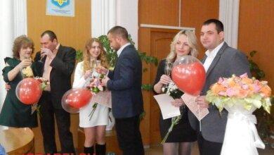 Photo of «Кохання поза часом»: у Корабельному районі молодят привітав сам «Святий Валентин» (ВІДЕО)