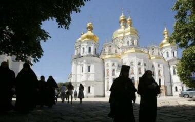 Опять скандал. Священник Киево-Печерской лавры ехал в Москву в спецвагоне и вез 65 тысяч долларов