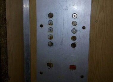 """""""Під час руху чутний скрегіт металу і незрозумілий стук"""", - мешканці Корабельного району про роботу ліфтів"""