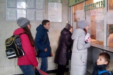 """Минздрав отменил медкарты для вступления в школу и другие """"рудименты советской системы"""""""