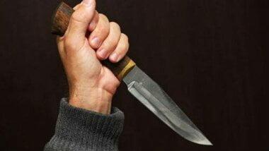 Застілля на Вітовщині закінчилося сваркою: чоловік вдарив ножем товариша по чарці - тепер той у лікарні