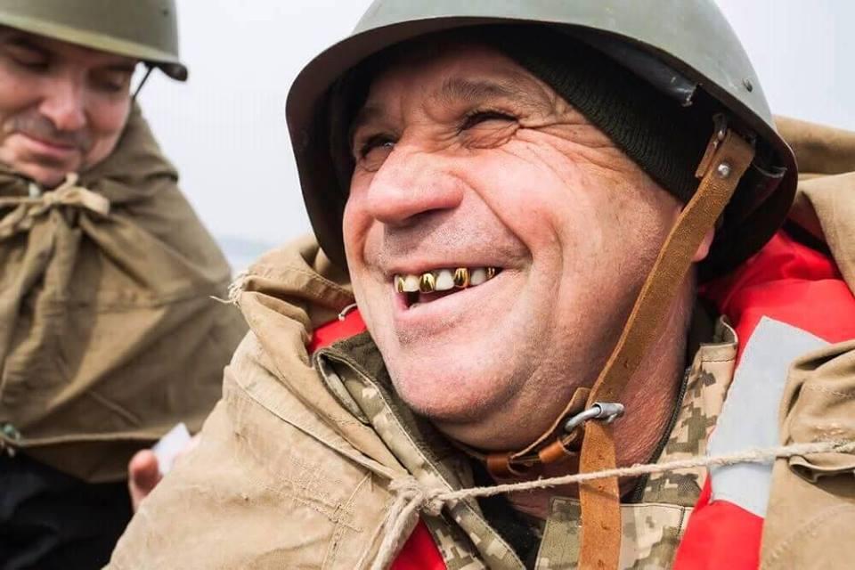 Спуск на воду памятного венка в месте высадки десанта отряда К.Ф. Ольшанского