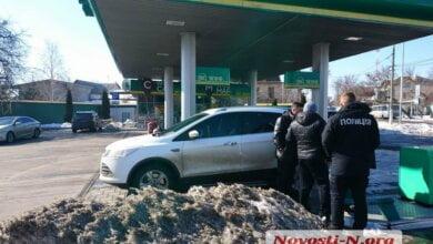 «Сунешься — пырну!» в Николаеве вооруженный «кавказец» пытался ограбить машину | Корабелов.ИНФО