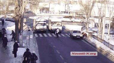 В Николаеве водитель «девятки» сбил женщину на переходе и скрылся (ВИДЕО)