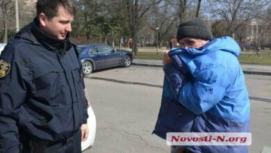 В Николаеве задержали мужчину, который мастурбировал среди бела дня (видео) | Корабелов.ИНФО