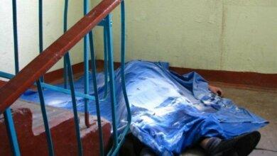 Photo of Труп мужчины, погибшего во время пожара в Корабельном районе, полдня пролежал на лестничной площадке