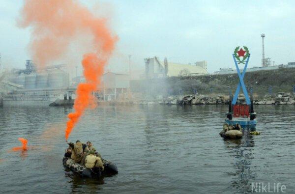 Николаевцы повторили маршрут десанта Ольшанского и возложили венок на воду в честь героев (видео)   Корабелов.ИНФО image 1