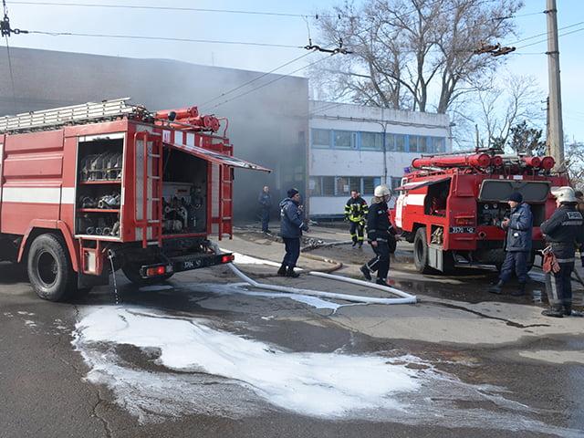 В Николаеве сгорел троллейбус, пострадала водитель