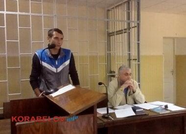 слева - обвиняемый таксист Семен Курбатов