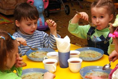 """""""Наличку"""" за питание малышей администрация детсадов в Николаеве собирает """"по своей инициативе"""""""