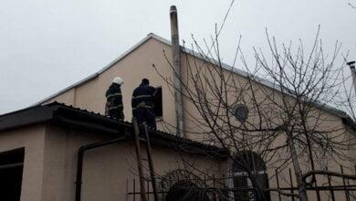 Не допустили можливого вибуху: на Вітовщині горів гараж, прибудований до житлового будинку | Корабелов.ИНФО image 1