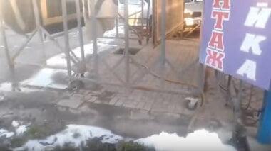 """""""Борзометр зашкаливает"""", - жители Корабельного района жалуются на автомойку, сливающую химикаты в речку"""
