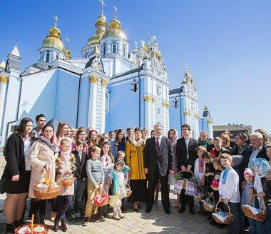«Самые тяжелые испытания уже точно позади», - Порошенко поздравил украинцев с Пасхой (ВИДЕО)
