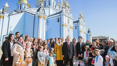 «Самые тяжелые испытания уже точно позади», - Порошенко поздравил украинцев с Пасхой (ВИДЕО)   Корабелов.ИНФО