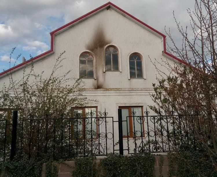 Во двор дома депутата Галицыновской ОТГ бросили коктейль Молотова   Корабелов.ИНФО image 3