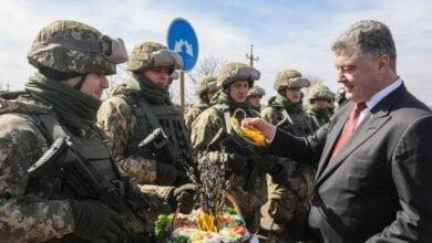 Петр Порошенко поздравил николаевских десантников c праздником и передал паски, испеченные его женой   Корабелов.ИНФО image 1