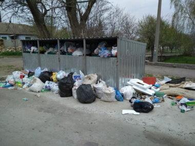 Корабельный район Николаева оказался завален мусором: КП «Обрій» имеет проблемы с топливом