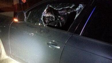 """""""Обірвали політ неземний"""", - патрульним у Миколаєві довелося вибити скло в машині, нетверезий водій якої намагався втекти   Корабелов.ИНФО image 1"""