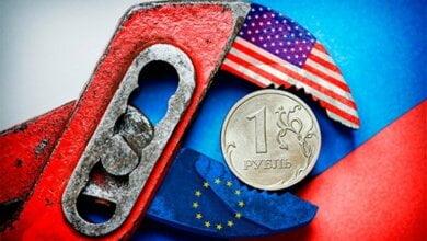 Последствия санкций: валютный обвал в России, евро на торгах - выше 80 рублей, доллар - по 64   Корабелов.ИНФО