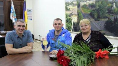 Сенкевич пообещал квартиру паралимпийцу Яровому   Корабелов.ИНФО